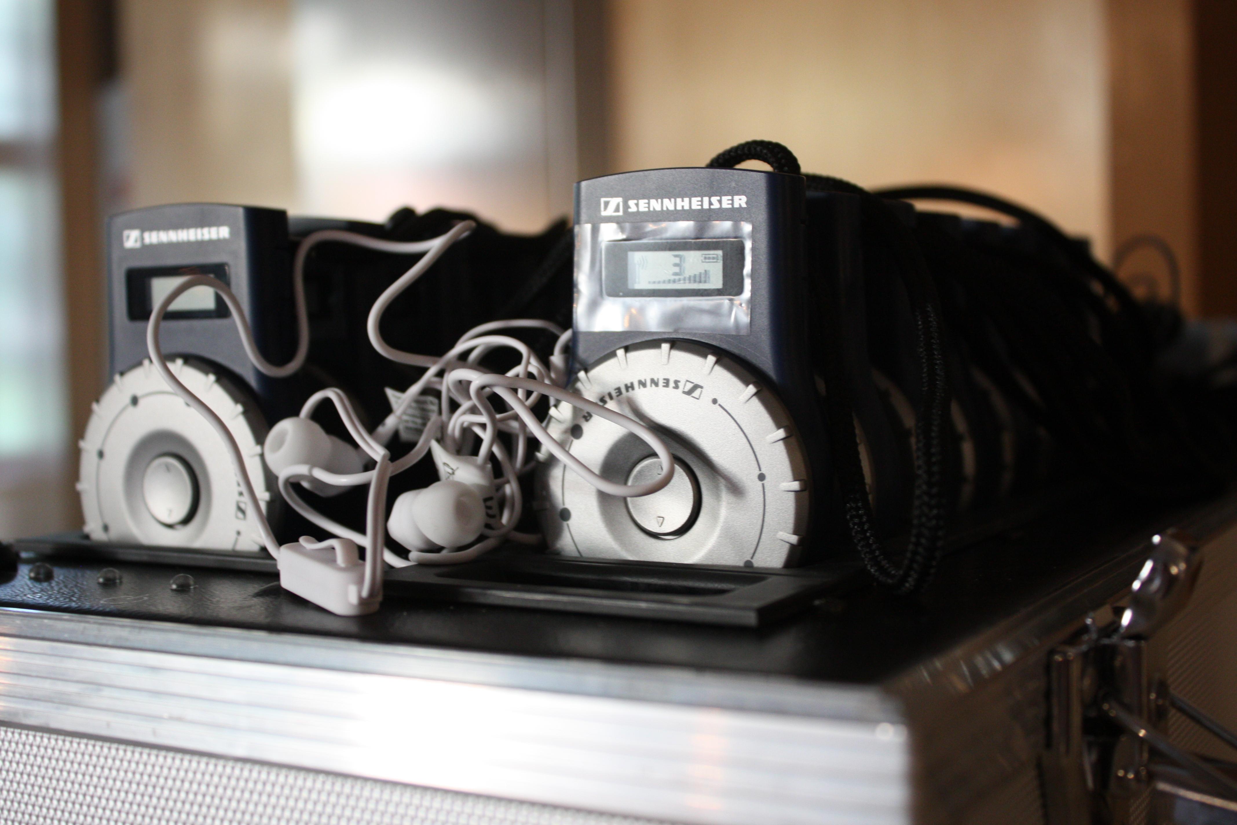 Portable Übertragungsgeräte mit Kopfhörern